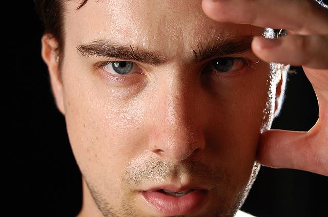 Was tun gegen übermäßiges Schwitzen Hyperhidrose